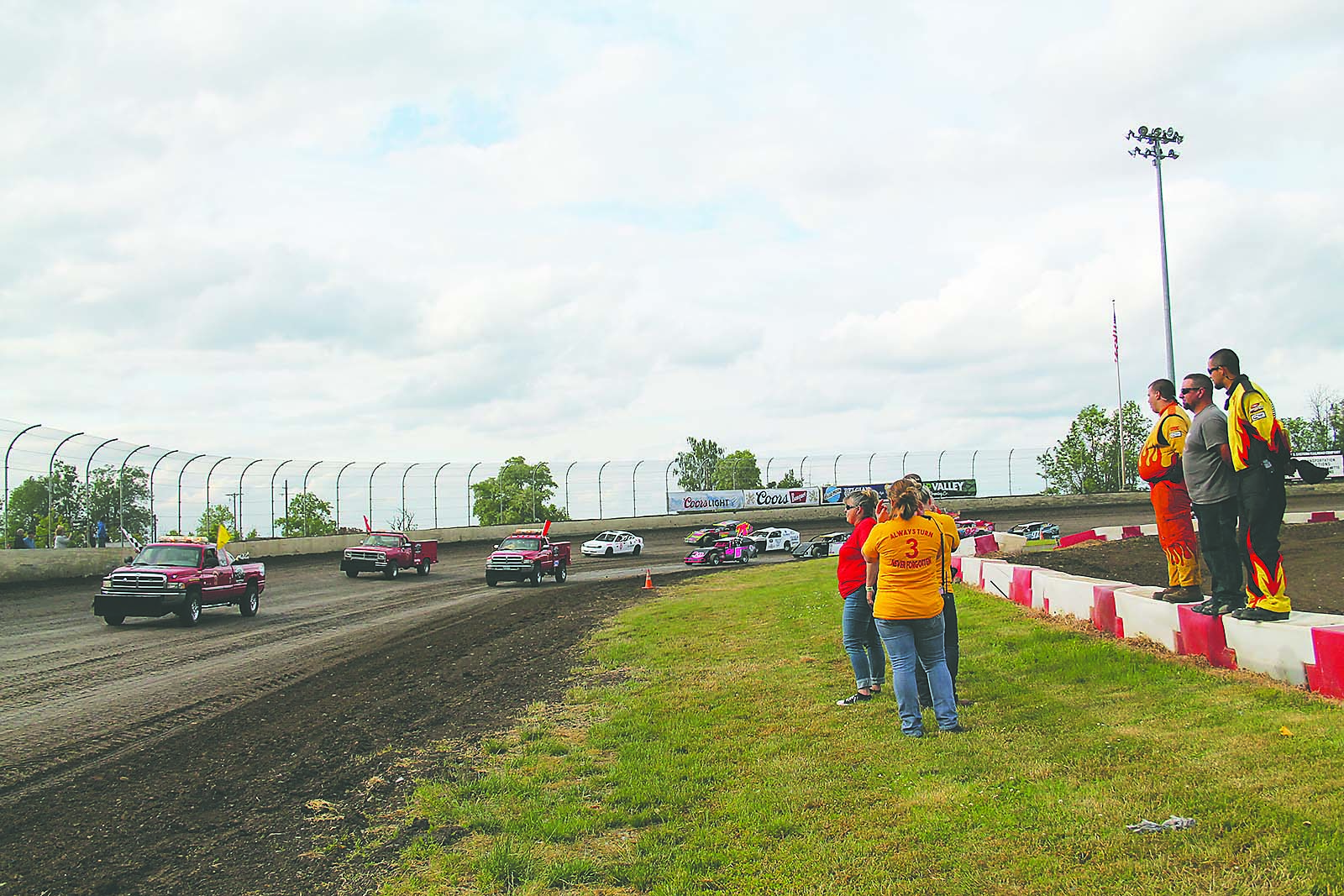 Volunteers provide racetrack safety at Willamette Speedway | Lebanon ...